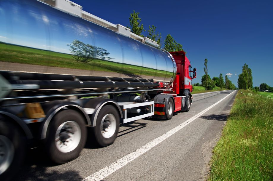 Mirroring-the-landscape-chrome-tank-truck-moving-on-a-highway-526705671_4912x3264